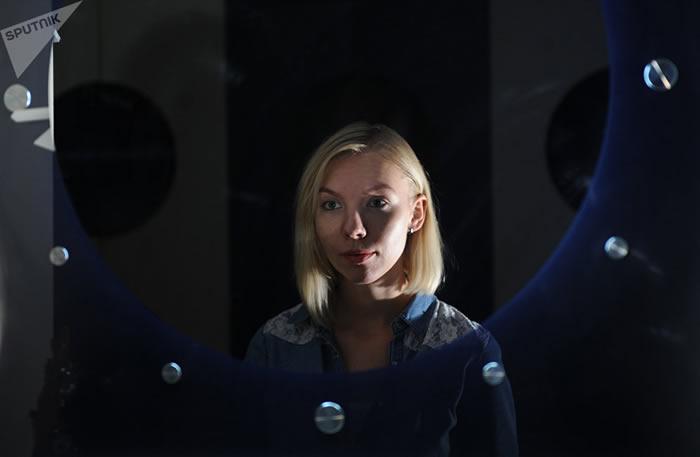 阿纳斯塔西娅·斯捷潘诺娃毕业于莫斯科国立罗蒙诺索夫大学,是俄罗斯科学院医学生物问题研究所的初级研究员。她是最具前景的火星开拓者候选人之一。