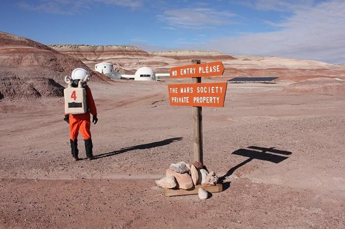 不久前有一篇新的科研文章问世。文章写道,从原则上来说,火星上的辐射并非一切都坏。在火星上有大气,不管那里的大气如何稀薄,但的确存在。人们呆在火星期间所获得的大气