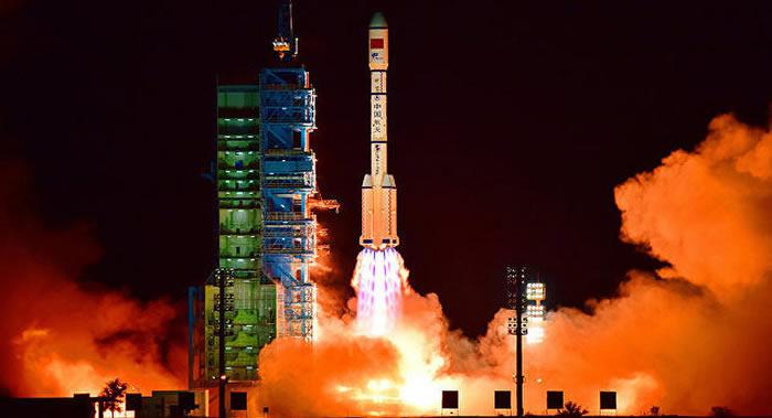 """中国用长征四号乙运载火箭成功将""""海洋二号B""""卫星发射升空"""