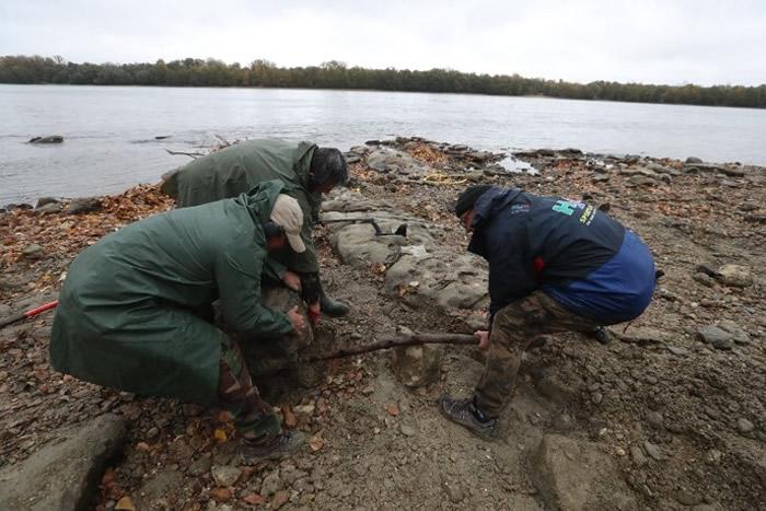 该批珍贵文物深埋在匈牙利境内多瑙河底。