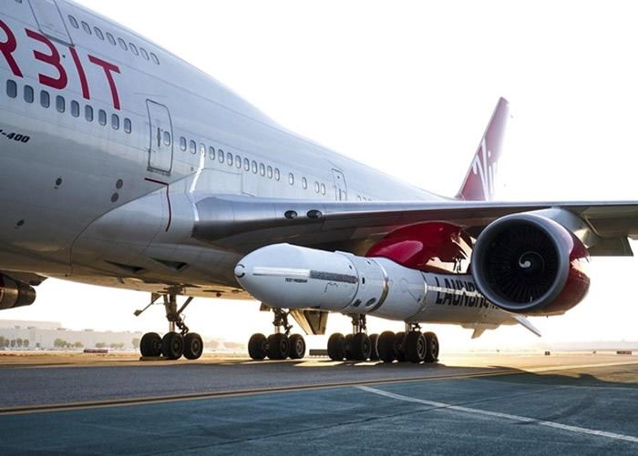 """波音747搭载""""发射者一号""""。"""