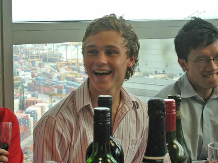 澳大利亚19岁男子打赌吃下鼻涕虫后感染广州管圆线虫病 8年后去世
