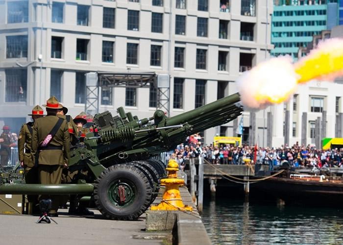 新西兰士兵鸣炮纪念一战结束。