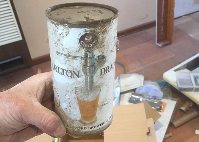 澳洲墨尔本屋主在翻新住宅时意外发现半世纪前啤酒