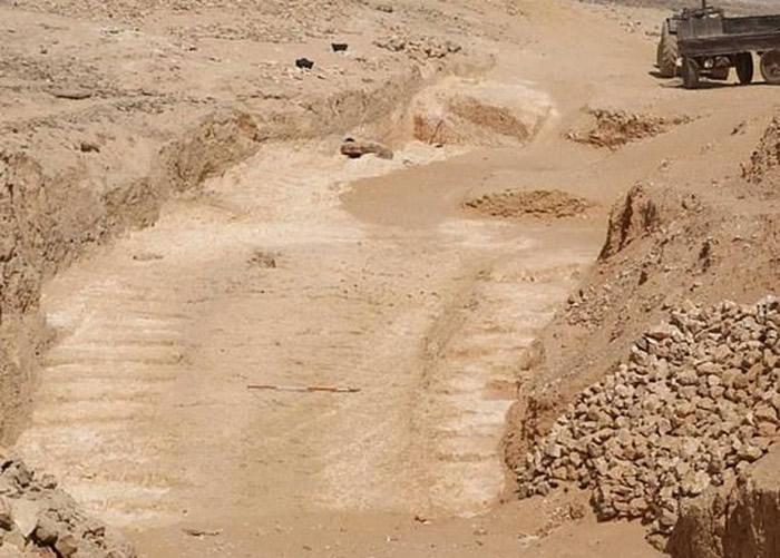考古学家首次发现一座用于运送巨石的坡道系统。