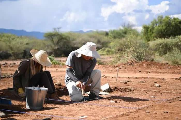 中肯考古队在非洲7万年前地层里发现了这个