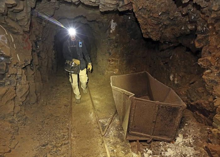 美国西部有数之不尽的矿坑遗址。