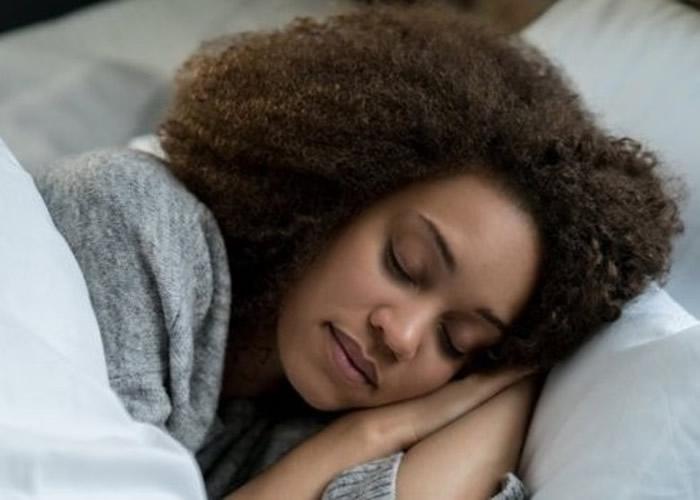 研究发现一些妇女的生理时钟促使她们早起,这种习惯会降低她们患乳癌的风险。