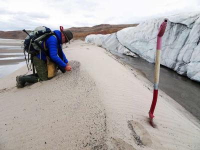 格陵兰冰盖下发现第一个陨石坑