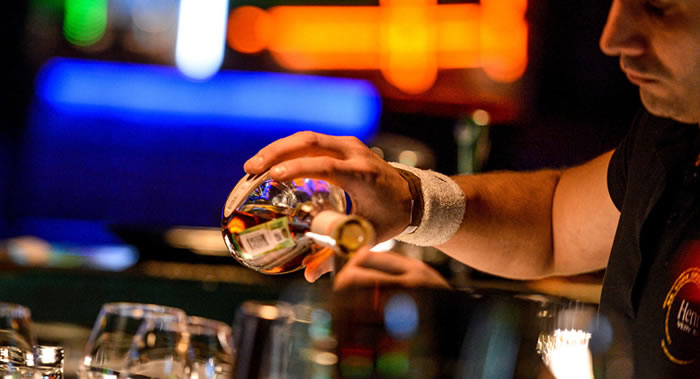 《肝脏病学》:科学家称气候条件对饮酒有影响