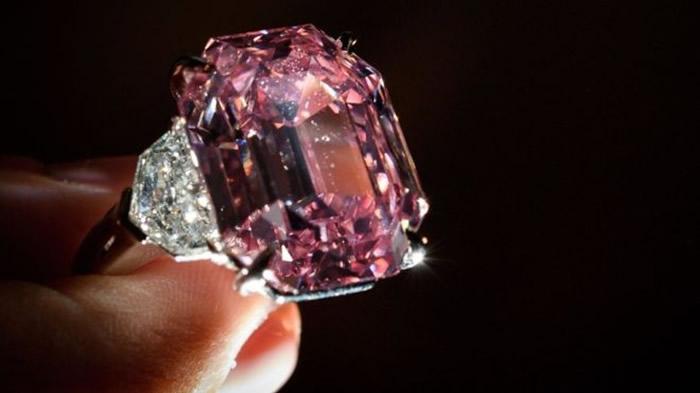 """粉钻获命名为""""温斯顿粉红遗产""""。"""