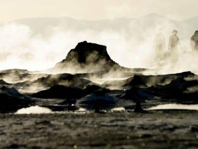 美国加州圣安德鲁斯断层附近出现一团会移动的冒泡泥泉