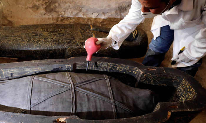 埃及城市卢克索发现葬有祭司和他妻子的木乃伊的公元前13世纪古墓