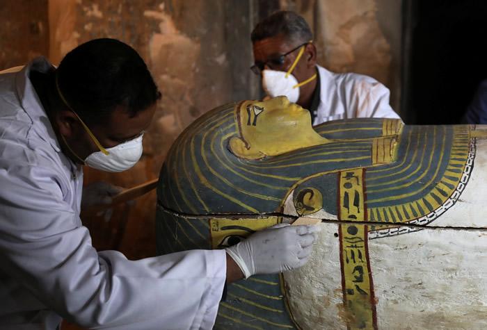 埃及南部尼罗河西岸古墓中发现完整保存的3000年前妇女木乃伊