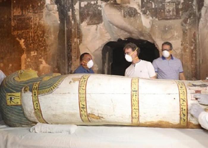 埃及首次在国际传媒面前开放未开封的石棺。