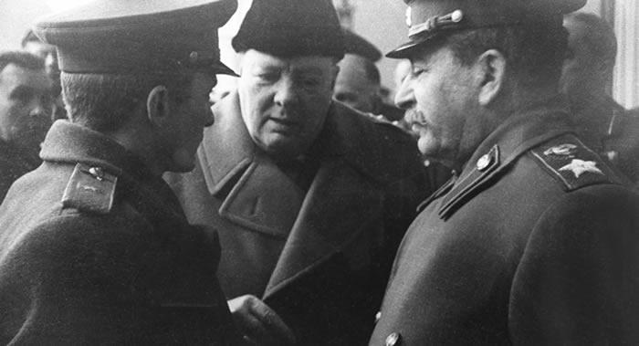 斯大林向英国时任首相丘吉尔寄送首批苏联白兰地是在1941年底