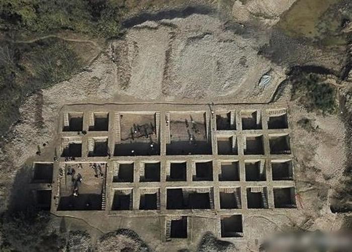 """安徽省考古发现3000年前的""""蒸笼"""""""