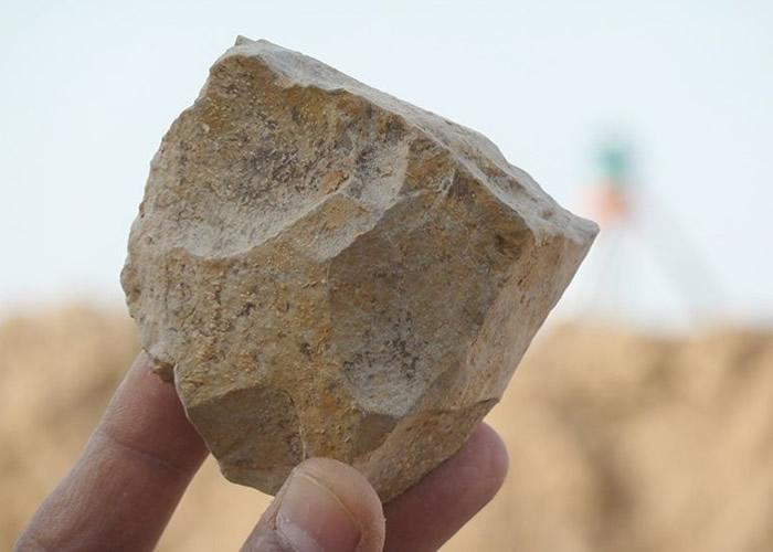 """北非阿尔及利亚发现240万年前石器和动物化石 动摇东非""""人类的摇篮""""地位"""