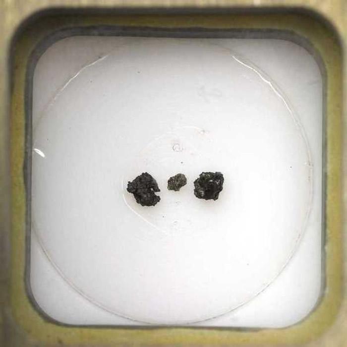 前苏联采集月面碎石 85.5万美元高价易主