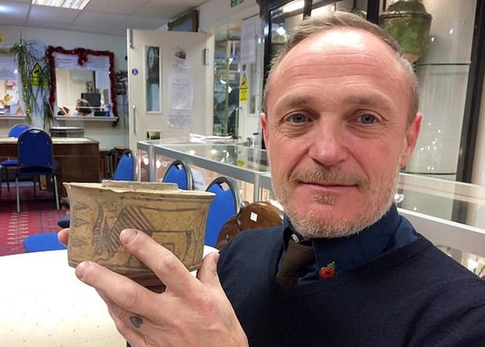 英国德比郡男子低价购入旧陶罐放牙刷 竟是4000年前古印度文明时期文物