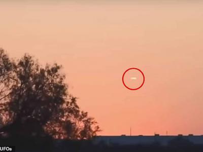 美国德州凯勒市雪茄形状不明飞行物空中静止20分钟 惹UFO疑云