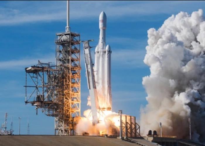 猎鹰9号将搭载卫星升空。