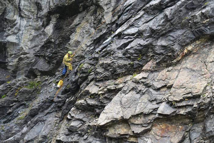 """""""沙拉克之洞"""":加拿大不列颠哥伦比亚省航拍时发现巨大山洞"""