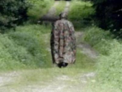 """不知是人是鬼?瑞士西部毛勒斯""""无脸军装幽灵""""Le Loyon戴面具在"""