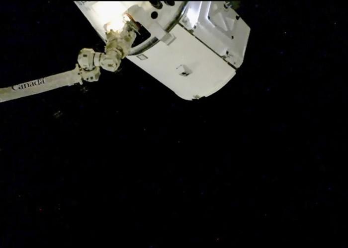 天龙号成功与机械臂接上。