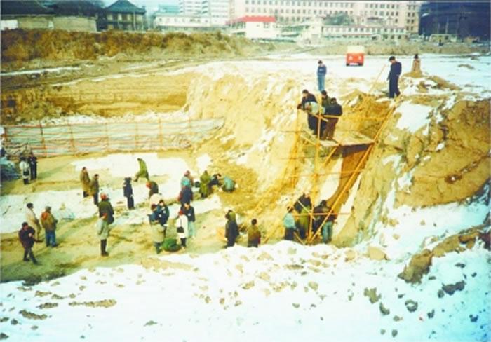 北京市商业街王府井东方广场古人类遗址发现记