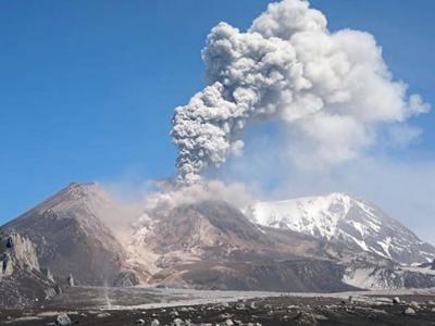 俄罗斯堪察加希韦卢奇火山一昼夜内两次喷发