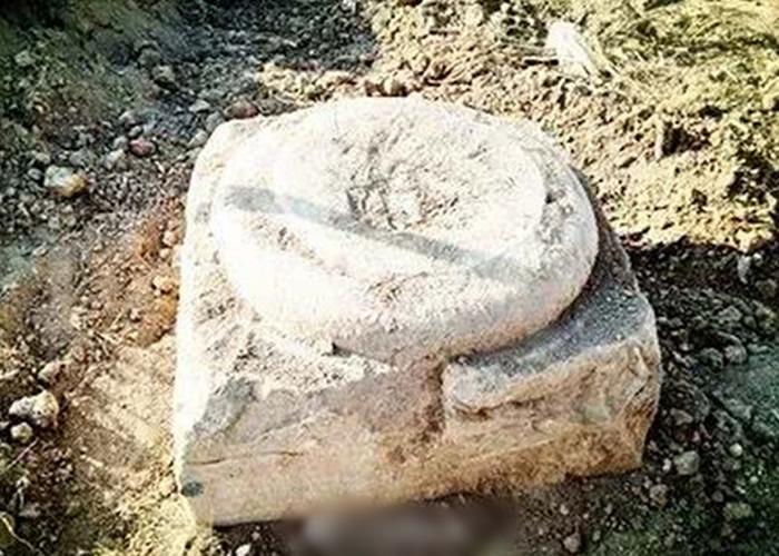 村民在平整土地盖房时发现文物,后经证实为唐太宗李世民唐昭陵陪葬墓碑底座。
