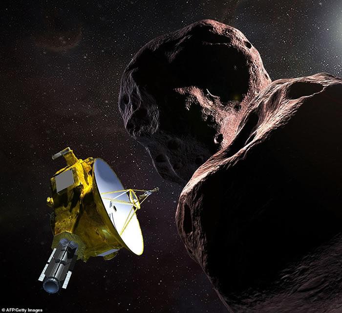 """美国宇航局""""新视野号""""探测器飞掠""""天涯海角""""小行星2014 MU69"""