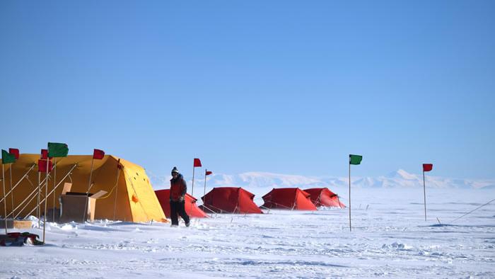 """历史上第二次:科学家成功抵达南极冰层一千米下的""""默瑟湖"""""""