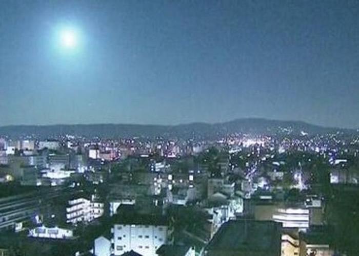 奈良的监测镜头拍得的火球,光如月亮。