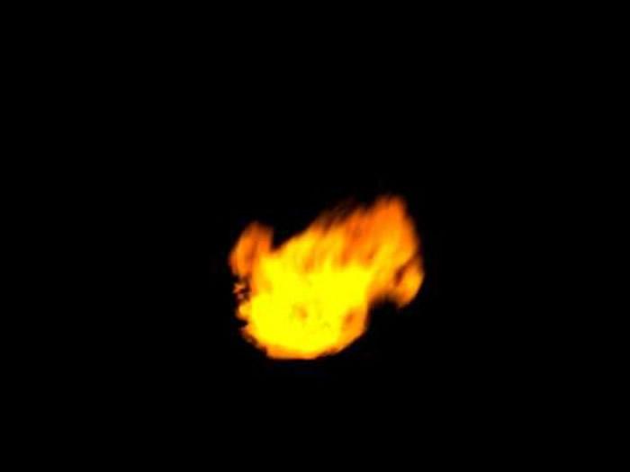 有大坂网民用望远镜拍下的火球。