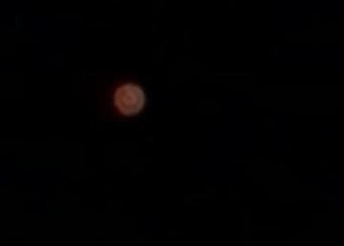 UFO出没?美国基洼岛神秘红色球体高空飞翔