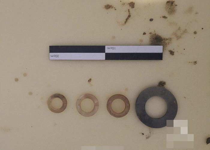 在墓葬内发掘出来的玉器。