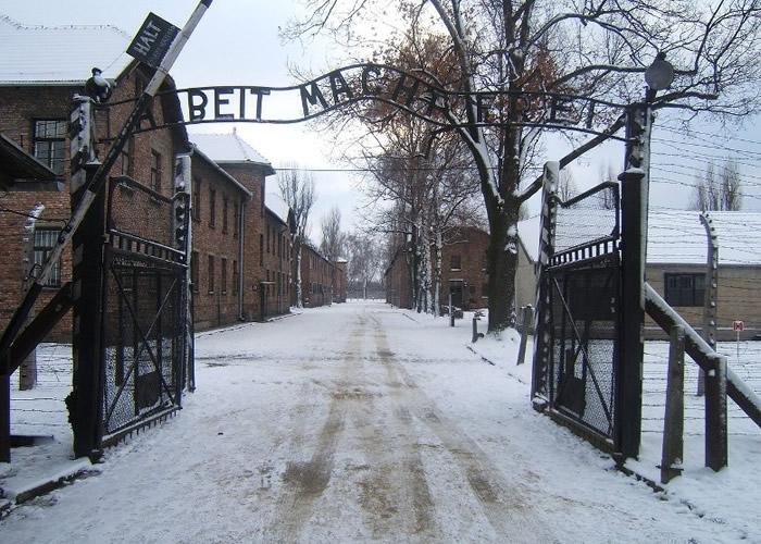 纳粹德国设立集中营对犹太人施行种族灭绝。图为位于波兰的奥斯威辛集中营。
