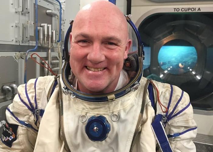 """荷兰太空人凯珀斯在国际太空站上致电回地球不慎误拨紧急救助电话""""911"""""""