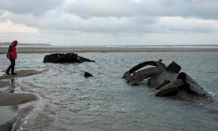 法国加莱附近海岸搁浅掩埋101年德军一战UC-61潜艇现踪