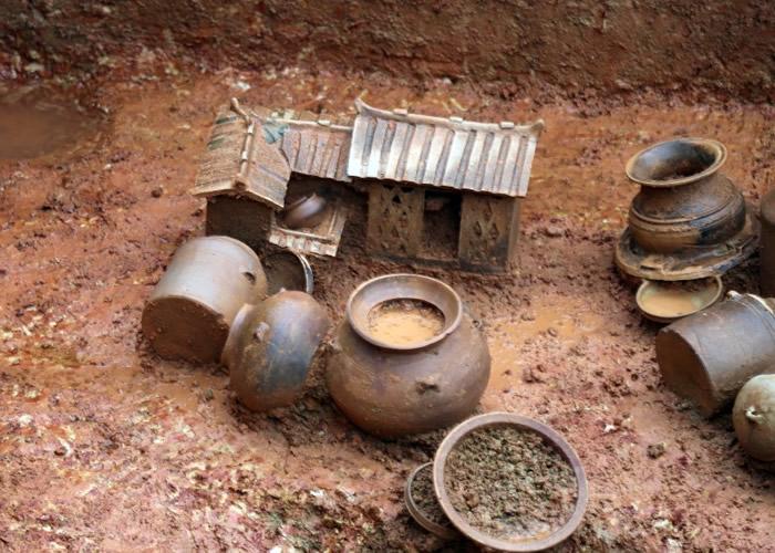 当局发现了青铜器、陶器等30多件文物。