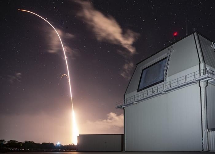 俄罗斯批评美国的导弹防御政策。图为美军陆基神盾系统试射拦截导弹。