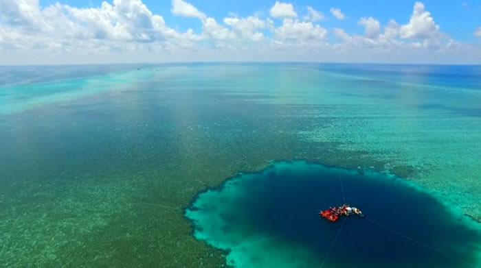 """""""三沙永乐龙洞"""":目前世界已知最深的海洋蓝洞"""