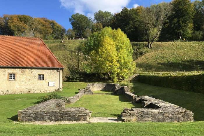 德国这处教堂地基和一位中世纪女性的信仰社群有关,也是考古学家发掘出这位艺术家遗骸的地方。 PHOTOGRAPH BY CHRISTINA WARINNER