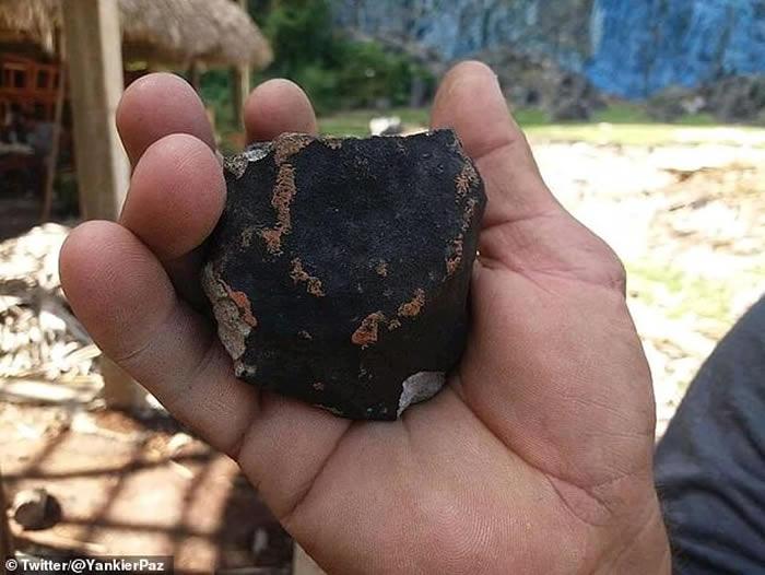 民众见火球划破天空 陨石坠落古巴西部
