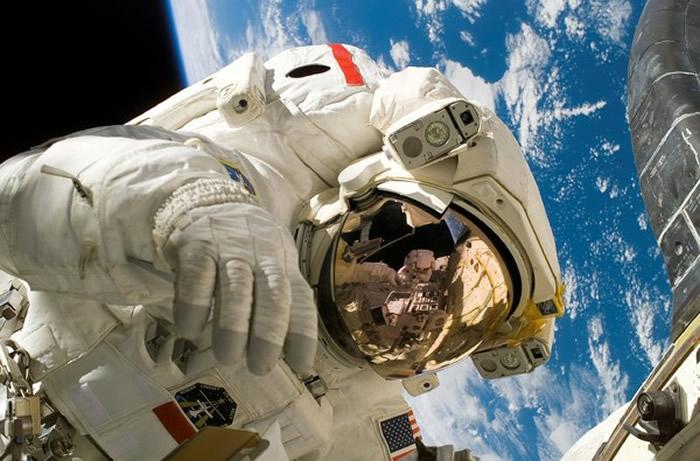 太空中飘浮着5具航天英雄遗体 尤金•舒梅克是唯一葬在月球的人