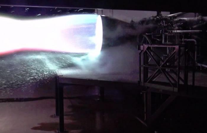 """SpaceX对""""星际飞船""""引擎进行首次点火测试"""