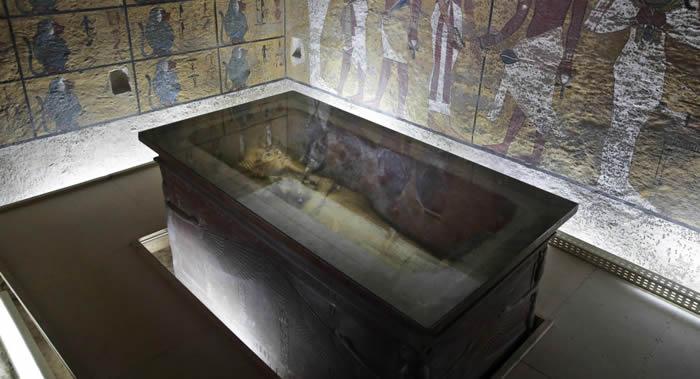 埃及法老图坦卡蒙陵墓开启墓室时墙壁上发现的