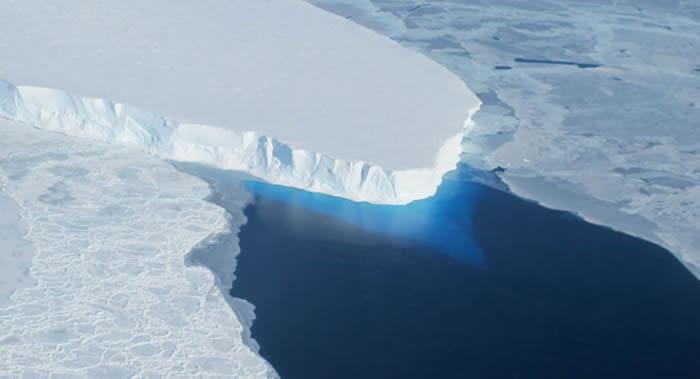 美国宇航局:南极洲西部思韦茨冰川下方300米深洞穴可能导致全球灾难